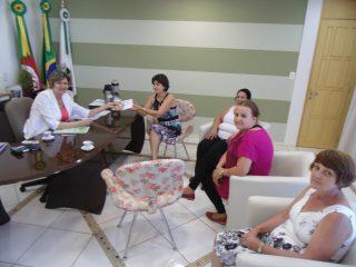 Prefeita recebe Mimo de Natal do Centro Comunitário de Atendimento Psicológico