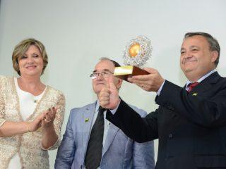 Stara recebe o Prêmio Semente de Ouro