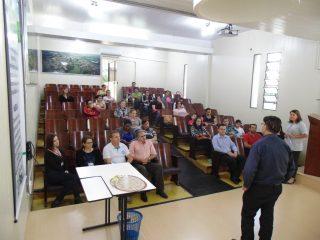 Famílias Classificas no Núcleo Habitacional Alfredo Alzirio Roos II recebem orientações