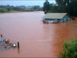 Chuvas torrenciais causam danos em Não-Me-Toque