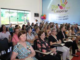 Prefeito Armando prestigia Fórum sobre Mulheres no Cooperativismo