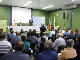 Prefeito Armando participa de palestra da Famurs na Expodireto