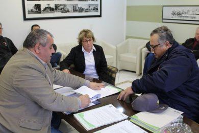 Assinada ordem de serviço para pavimentação no Loteamento Roos III