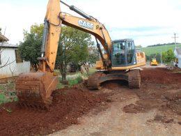 Secretaria de Obras inicia trabalhos de infraestrutura no Roos I