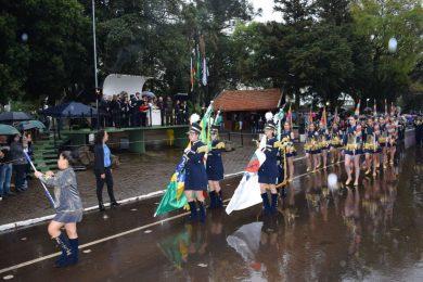Chuva não impede Desfile de 7 de Setembro em Não-Me-Toque