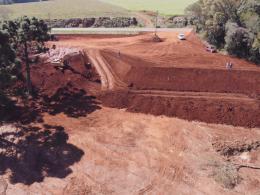Secretaria de Obras executa terraplanagem para Cooperativa dos Caminhoneiros