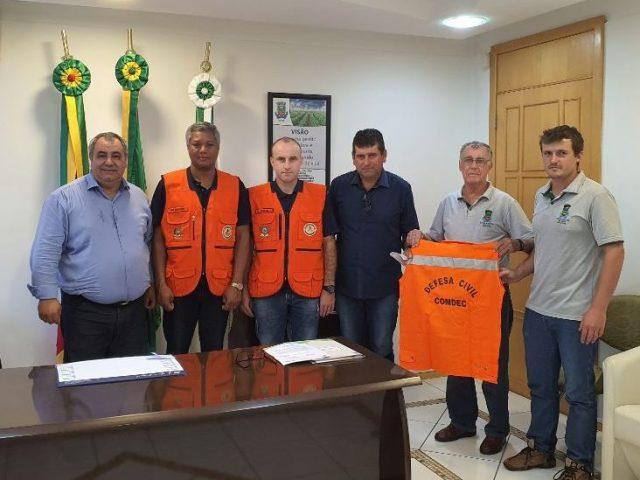 Reunião com Defesa Civil busca orientações sobre a decretação de situação de emergência no município.