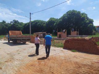 Prefeito Municipal em exercício acompanha obras.
