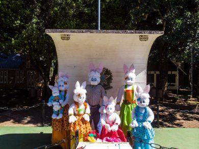 Família de Coelhos no Altar da Pátria, simboliza momento de renovação da Páscoa