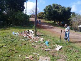 Secretaria de Obras e Secretaria de Desenvolvimento realizam ação de limpeza no Bairro Ióris